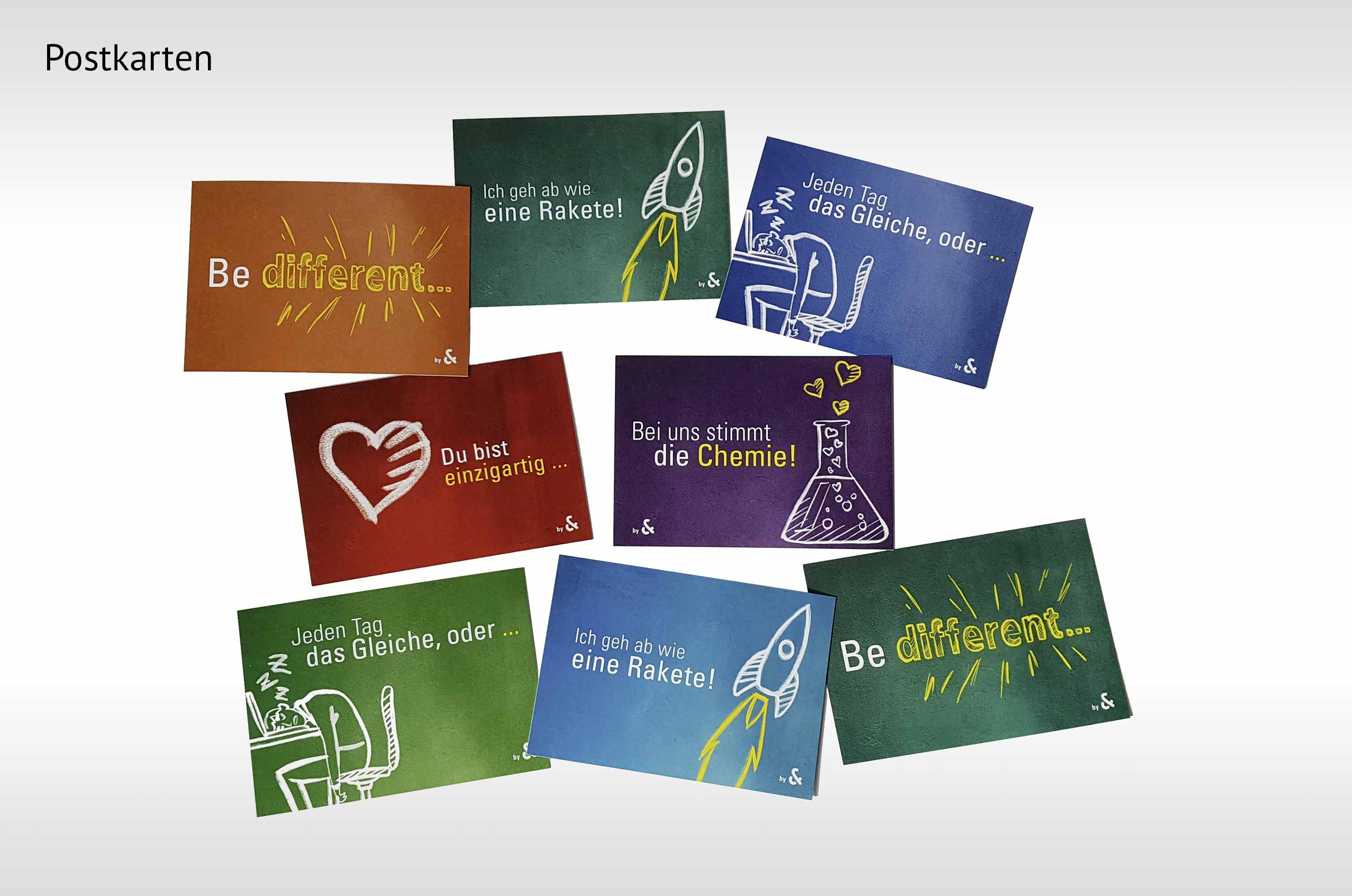 Themenrelevante farbenfrohe Postkarten, die Cohausz&Florack ins Gedächtnis rufen